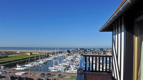 Deauville centre – Sole Agent – An exceptional 210 sqm top-floor apartment – Commanding an open view