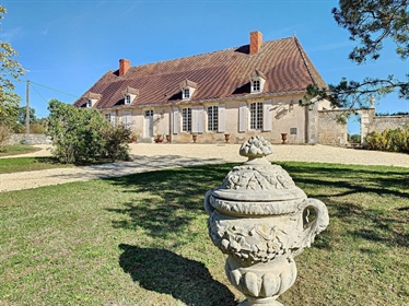 Indre/Cher, Berry – A renovated 18th century property set in 11 hectares. With stables and a trainin