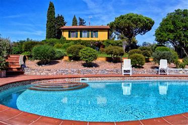 Villa con piscina e vista mare unica