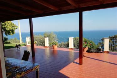Villa singola recente, vicina al mare e con stupenda vista m...