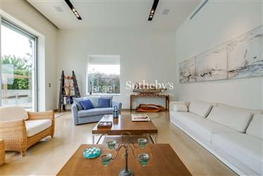 Unique Modern Luxury Villa
