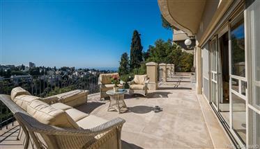 Luxury Villa With Breathtaking Views in Haifa