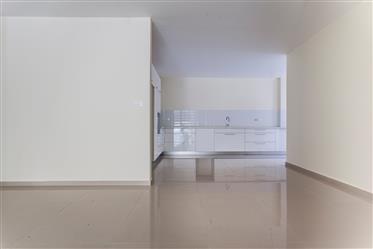 """דירה : 163 מ""""ר"""