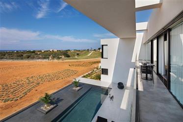 וילה יוקרתית מודרנית עם נוף פתוח לטבע וים - סותבי'ס ישראל נד...