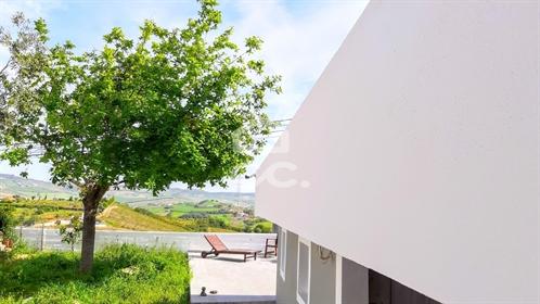 House: 245 m²