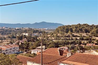 Moradia Isolada T5 na Parede | Casa isolada com potencial para Lar