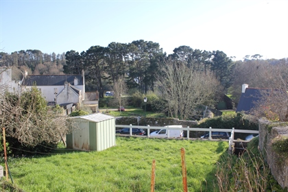 Cette petite maison, bien plac�e � Pont-Croix avec son acc�s au Goyen et aux commerc