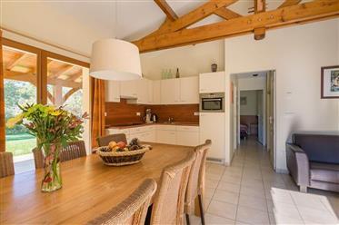 Belle maison de vacances dans un parc de 5 etoiles, Dordogne...
