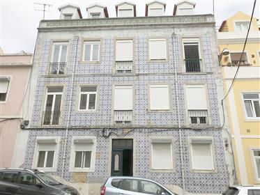 Apartamento T2 Duplex c/ Terraço - a 100 metros do Largo da Graça