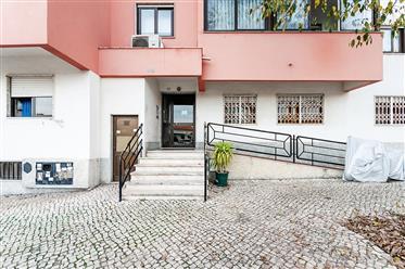 Apartamento T2 com vista mar em São Domingos de Rana, no Concelho de Cascais