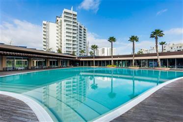 Appartement 2 chambres à Troia, à côté de la marina. 12Ème étage avec vue panoramique sur le Rio et
