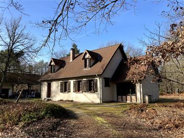En Sologne , secteur Aubigny sur Nère, , propriété boisée de 22 ha comprenant maison  contemporaine