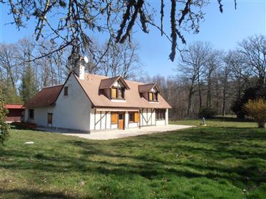 En Sologne, propriété boisée de 13ha 19a comprenant maison d'habitation de 125 m² avec 3 chambres, 2