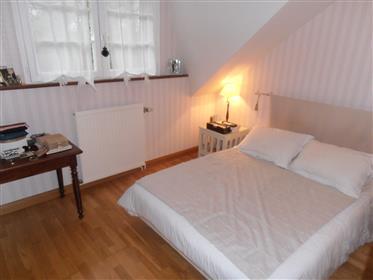 En Sologne, proche d'Aubigny-sur-Nère maison contemporaine de 130 m² environ, sur terrain arboré de