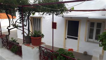 Παραδοσιακή Πέτρινη Μονοκατοικία κοντά στη Χώρα της Άνδρου