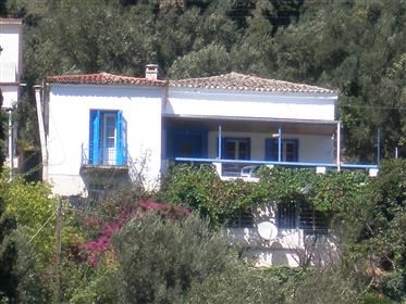 Εξοχική κατοικία στην Άνδρο, χωριό Μένητες