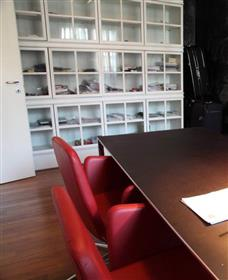 Appartamento In Zona Esclusiva Di Milano