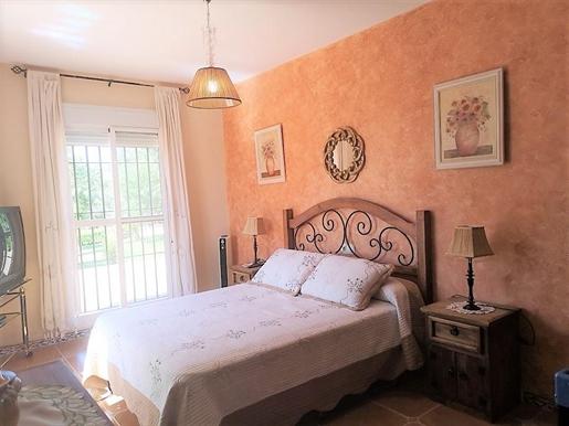 Magnífica hacienda a las afueras de Sevilla. . Por las dimensiones de la vivienda, constru