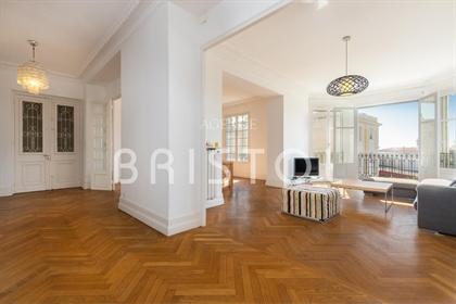Vaste appartement bourgeois 145 m² au calme