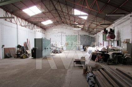 Factory / Warehouse in the Industrial Zone of Odivelas (next to the Strada Outlet Mall), w