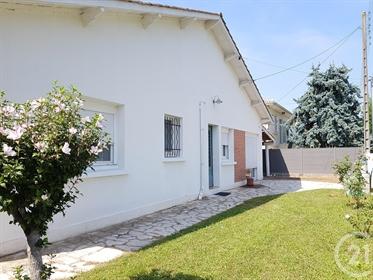 En Exclusivite- Cette villa sur deux niveaux type landaise se situe dans un quartier calme