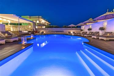Κρήτη Ελούντα . Πωλείται  ξενοδοχείο επιπλωμένων διαμερισμάτων συνολικής επιφάνειας 800τ.μ  σε οικόπ