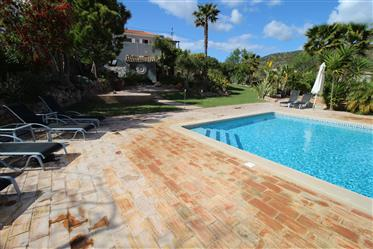 Moradia T4 com vista panorâmica em Loulé, Algarve