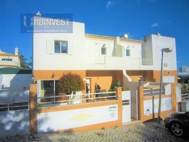 Moradia T4 +1 com vista mar no centro de Albufeira, Algarve ...