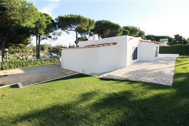Moradia T3 com piscina privada em Albufeira, Algarve