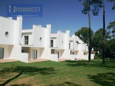 Moradia T3 com piscina em Vilamoura, Algarve