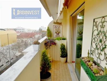 Apartamento T4 no Centro de Faro, Algarve