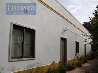 Casa antiga T2 para reconstruir em Santa Barbara de Nexe, Al...