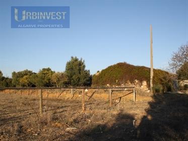 Terreno com ruína para reconstruir em Santa Barbara de Nexe,...