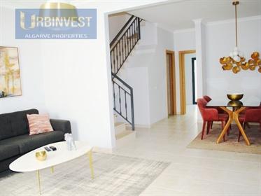 Moradia T3 na baixa da cidade de Faro, Algarve - Propriedades Imóveis Urbinvest Algarve Portugal, de