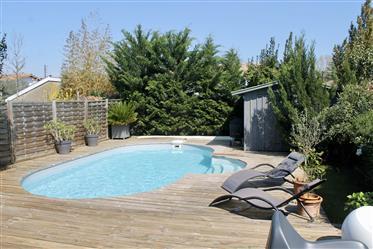 Ravissante maison contemporaine, piscine, stationnement