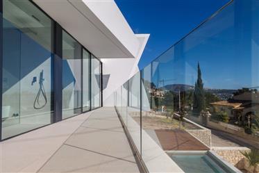 Villa moderna de lujo con vistas al mar en Moraira