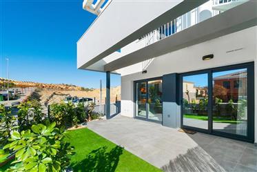 Casa Mitoyenne en el Alenda Golf en Alicante