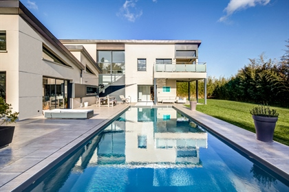 Superb architect's house with swimming pool