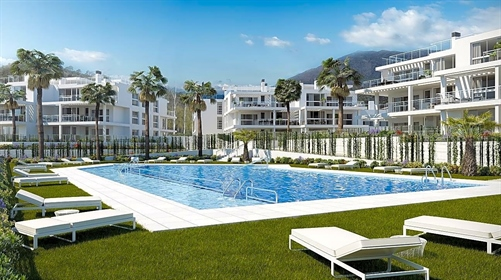 Stylish Apartment (Middle Floor 4 Beds - 3 Double and 1 Sinlge) in Benahavis Modern Comple...