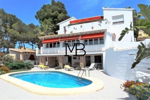 Villa vistas al mar en venta en Pla del Mar, Moraira
