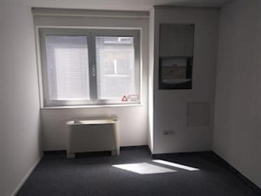 Zagreb, poslovna zona Radnička, ured 55 m²+ 55 m² , zakup U ponudi su dva uredska prostora