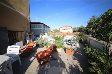 Quadrilocale in vendita a Bordighera, zona  semi centrale