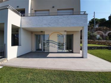 Appartamento con giardino e vista mare in vendita a Sanremo.