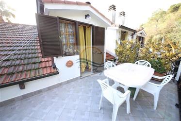 Appartamento in villa in vendita a Camporosso con vista mare.