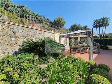 Appartement avec piscine et vue mer à vendre à Ospedaletti.