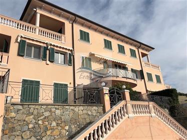 Appartamento vista mare in vendita a Ospedaletti.