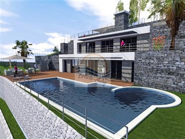 Terreno : 1.580 m²