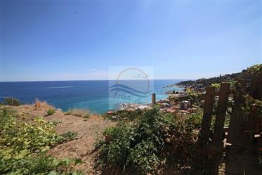 In vendita a Bordighera, zona Montenero, casa di campagna da ristrutturare con vista mare