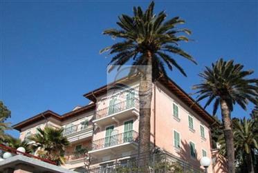 Appartamento con piscina e vista mare in vendita a Ospedalet...