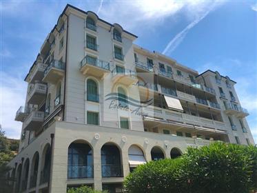 Appartamento con terrazzo in vendita a Bordighera.